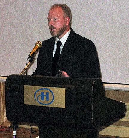 erik-presenting-award.jpg